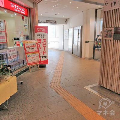 バス・タクシー乗り場がある高野街道へ進み、階段を下ります。