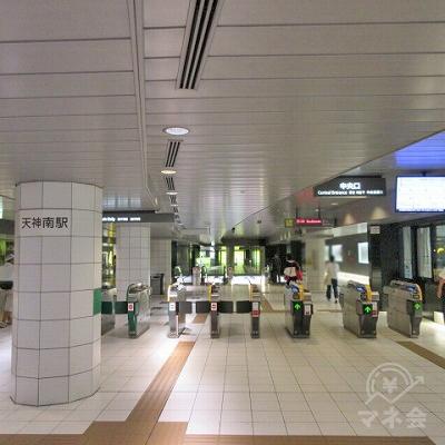 地下鉄天神七尾駅天神南駅中央改札を出ます。