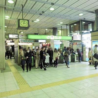 阿佐ヶ谷駅の改札口です。商業施設直結の西口を除くと、改札はこちらだけです。