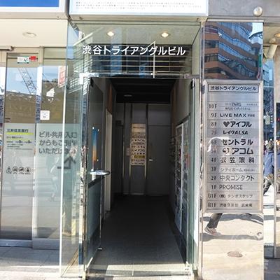 ビルの入口です。こちらからも入れます。