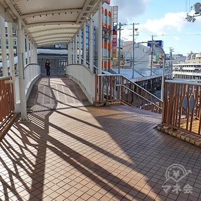 アイザワ証券を過ぎたら、右にある階段を降ります。