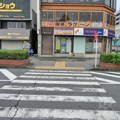 真っすぐ進むとまた横断歩道があるので渡ります。