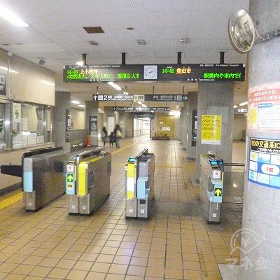 地下鉄鶴舞線の平針駅にて下車します。改札口は1箇所しかありません。