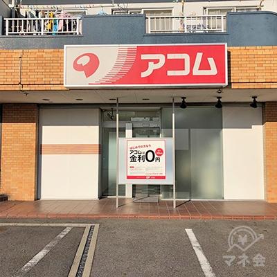 マンションの1階に店舗があります。