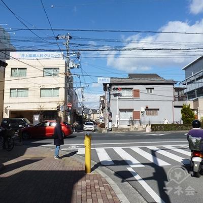 住道駅北交差点に出たら、左折します。