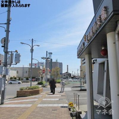 堅田駅前交番を右手に道なりに進みます。