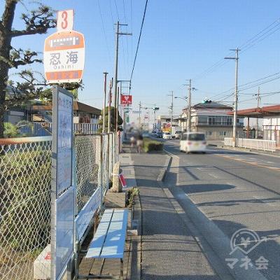 奈良交通、忍海停留所を通過し、アイフルの看板を目指します。