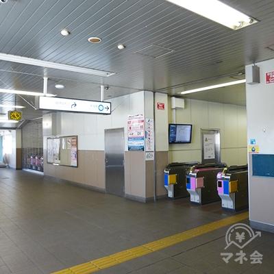 東中山駅の改札です。平日なので閑散としています。