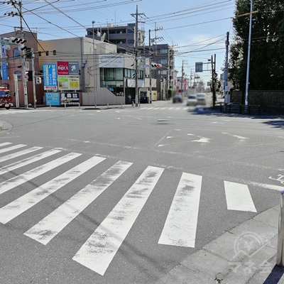 交差点に着きます。