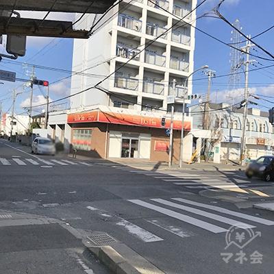 別府駅北の交差点の信号を、右折後すぐに左折します。