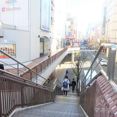階段を地上に下ります。
