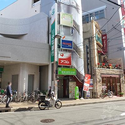 既に向かいに店舗が見えてますが、横断歩道まで迂回します。
