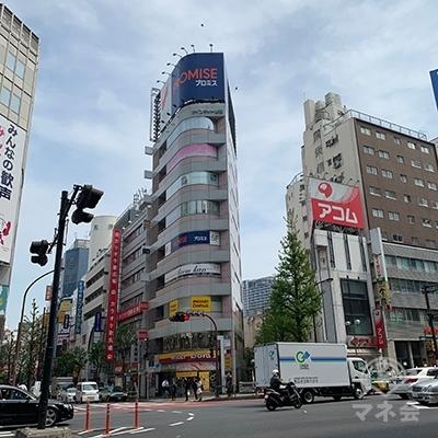 モア4番街からも来ることができます。モア4番街から見たプロミスの建物です。