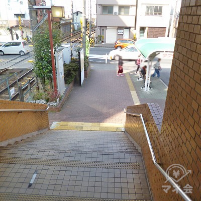北改札口を抜けたら階段で地上へ下ります。
