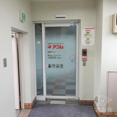 アコムの店舗入口です。