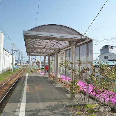 無人駅で改札口は無く、出口は1箇所のみです。
