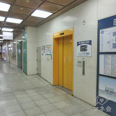 右側にエレベーターがあります。レイクALSAは2階にあります。