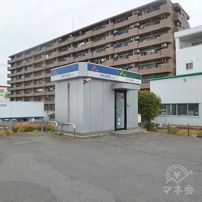 駐車場の最も奥にプロミスの独立型店舗があります。