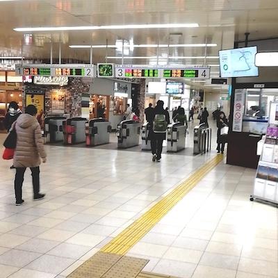 センター北駅の改札を出ます。