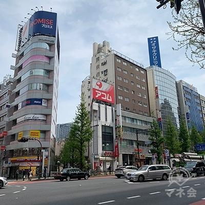 モア4番街からも来ることができます。モア4番街から見たアコムの建物です。