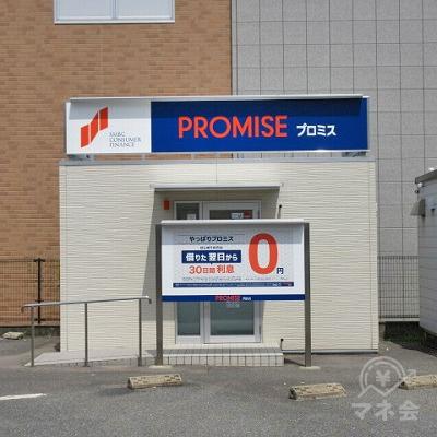 プロミスの入口です。店舗の前に駐車することができます。