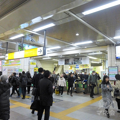 JR山手線目黒駅の中央改札です。出て右手、東口に進みます。