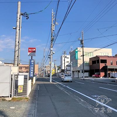 『知久屋』を通り過ぎて直進を続けます。