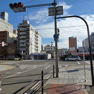 三先2交差点に出ます。交差道路は「みなと通」。左折します。