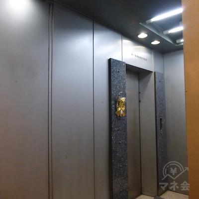 通路を曲がるとエレベーターがありますので8階へ上がるとアイフルの店舗です。