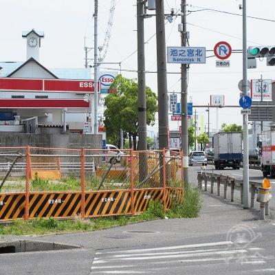池之宮北交差点を横断し、京都方面へ300m進みます。