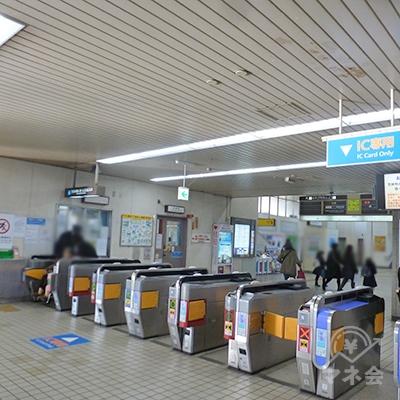 近鉄京都線・大久保駅の改札口(1ヶ所のみ)です。