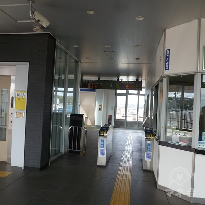 JR和歌山線・志都美駅の改札口(1ヶ所のみ)です。