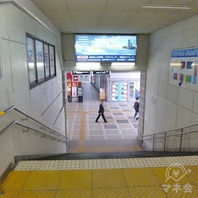 改札を抜けたら階段で地上階へ下ります。