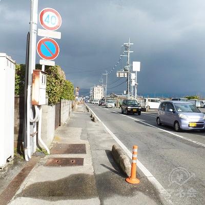 薬師寺東口を過ぎた後、県道は2車線・歩道付きになります。