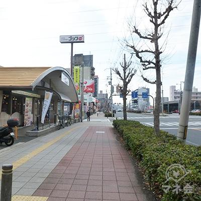 最初の交差点含めて3つ目の交差点に店舗があります。
