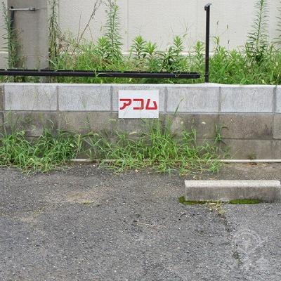 入口の前に専用駐車場があります。