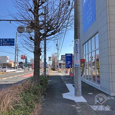 東京靴流通センター前を左方向へ進みます。