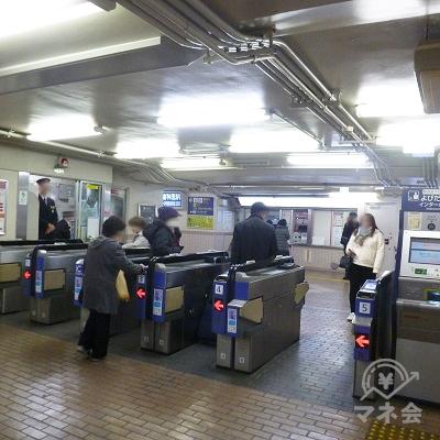阪急宝塚線・庄内駅の改札口(1ヶ所のみ)です。