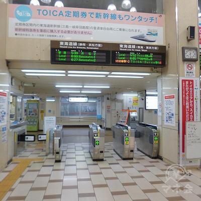 JR東海道本線の沼津駅にて下車し、南改札口から出ます。