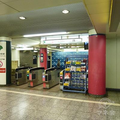 写真は大江戸線の改札(1か所)です。右手、東西線乗り換え口に進みます。