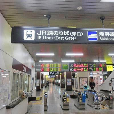 JR山陽本線、神戸線の姫路駅東口改札を出ます。