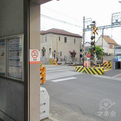 左へ進み駅外に出ます。
