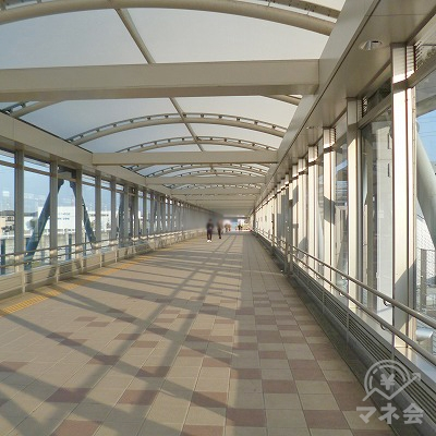 駅構内を北口方向へ歩きます。