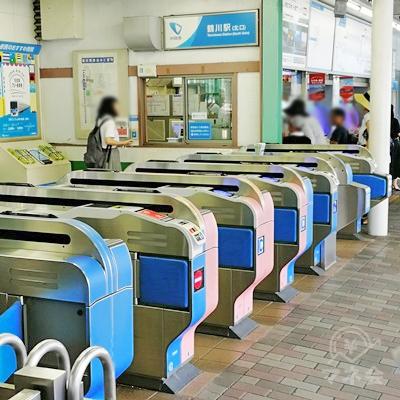 小田急線鶴川駅の北口改札です。