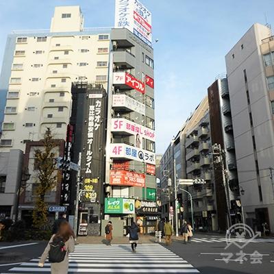 恵比寿一丁目交差点から左手向かいを眺めます。