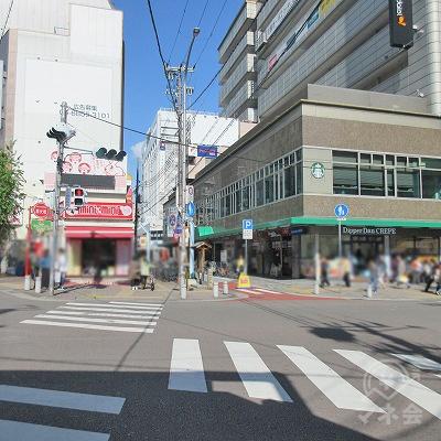 中央区雲井通6丁目の交差点を渡り、ミニミニ右の筋へ進みます。