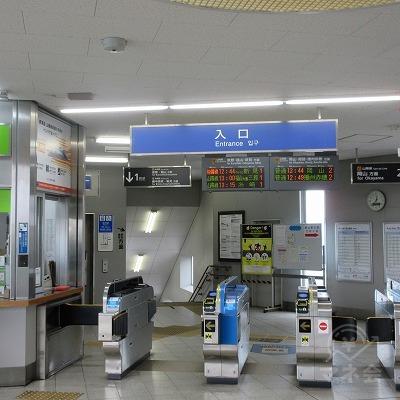 JR吉備線、北長瀬駅改札(1か所のみ)を出て、右へ進みます。