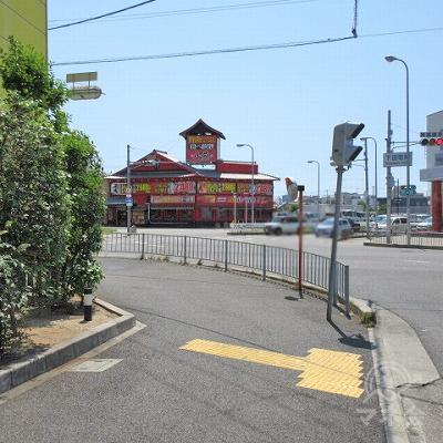 下田町南交差点を左へ曲がります。