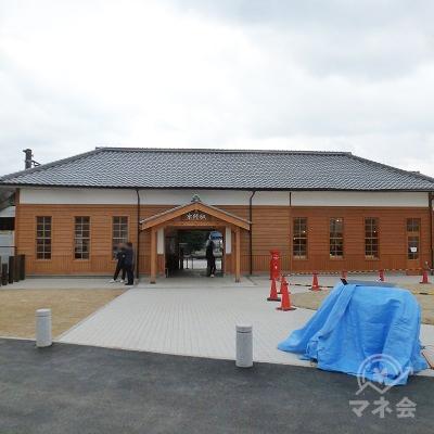 京終駅駅舎です。明治時代の駅舎がリフォームされた上で現役です。