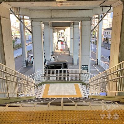 名鉄瀬戸線の森下駅改札を抜けて階段を下ります。